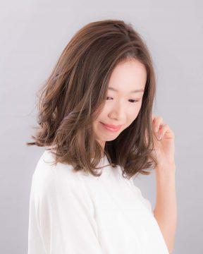硬い直毛にお悩みの方必見!30〜40代OLさん向けの画像